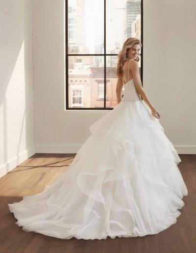 Abito da sposa modello Loray di Rosa Clarà