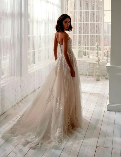 Abito da sposa modello 20341 Jolie di Nicole