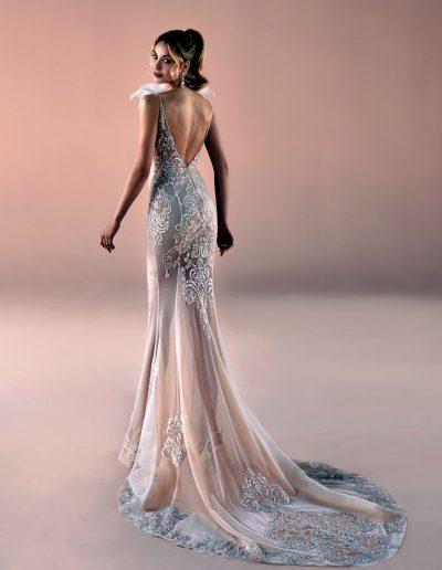 vestito da sposa a sirena effetto nudo con sopragonna
