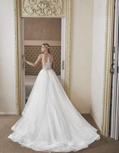 Abito da sposa modello Watteau di Sant Patrick Studio