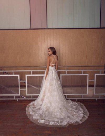 Abito da sposa con gonna  luminosa ad effetto fiori
